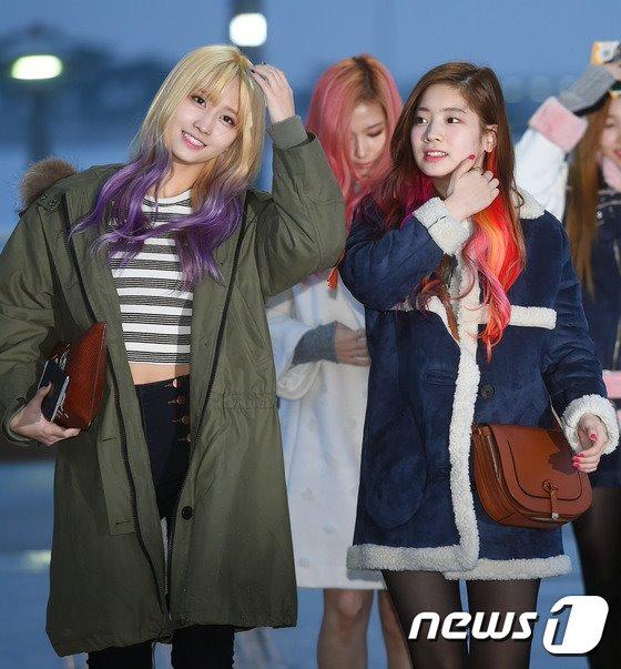 空港ファッションTWICEモモ ダヒョン